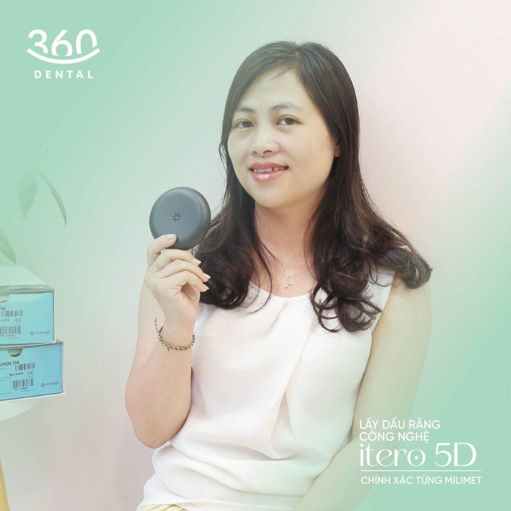 khách hàng nhận khay invisalign tại nha khoa 360 Dental